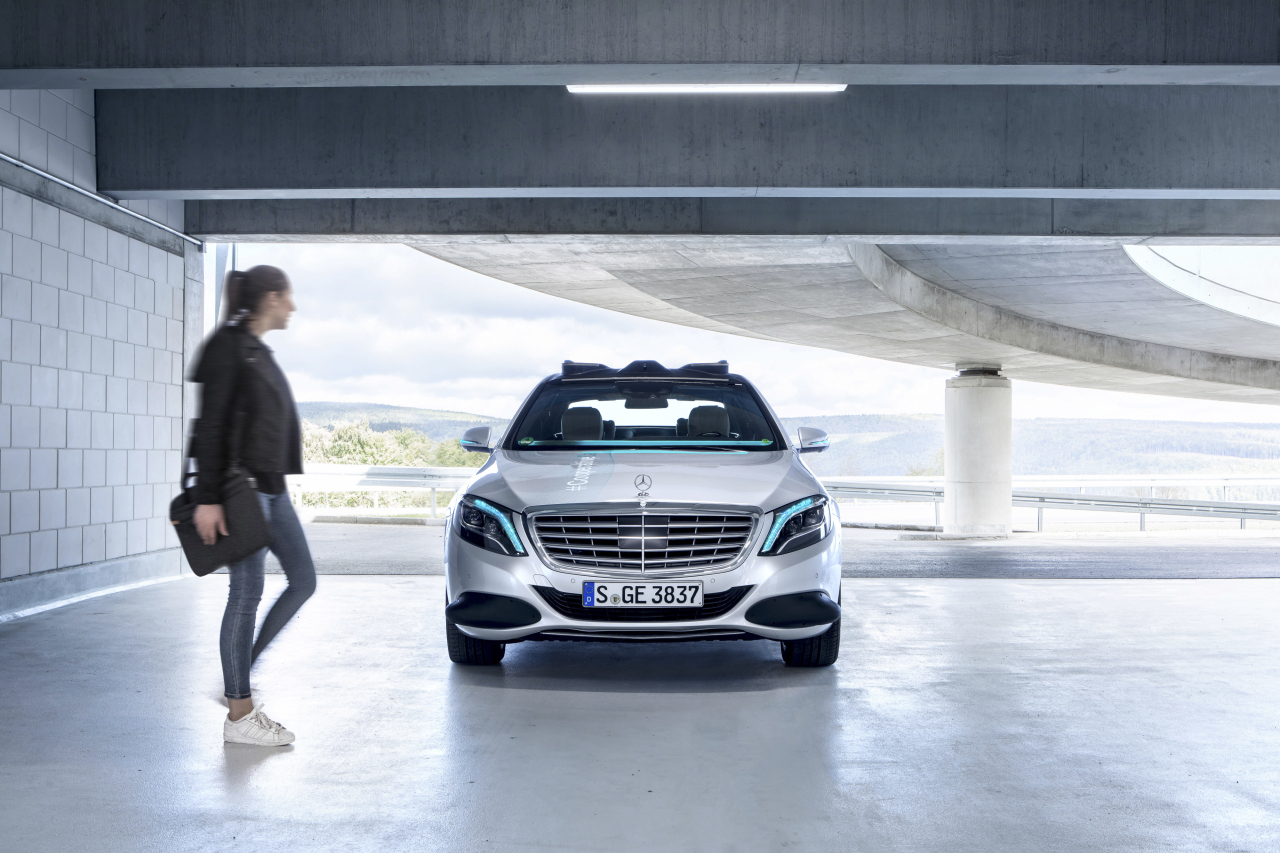 "Mercedes-Benz's ""cooperative car,"" based on the S-Class (Daimler AG)"