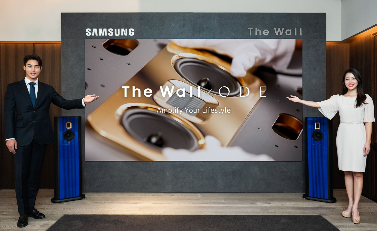 Samsung employees introduce 146-inch Micro LED screen The Wall Luxury at the ODEPort shop in Seoul on Monday. (Samsung Electronics)