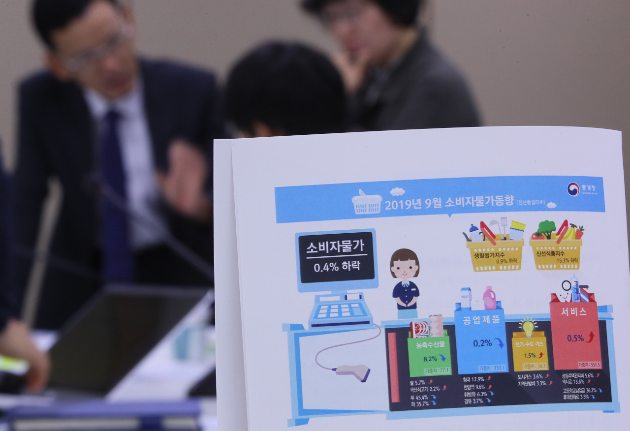 Officials of Statistics Korea answer reporters' questions on inflation indexes on Tuesday at Sejong Government Complex. (Yonhap)