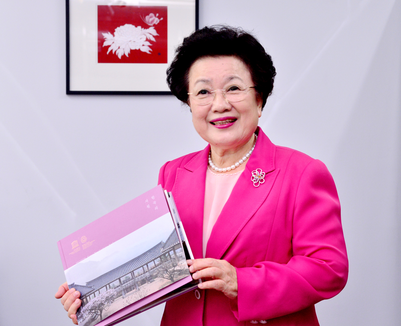 Lee Bae-yong, chairperson of the Conservation and Management Foundation of Seowon, poses while holding a book about Korean neo-Confucian academies, called seowon. (Park Hyun-koo/ The Korea Herald)