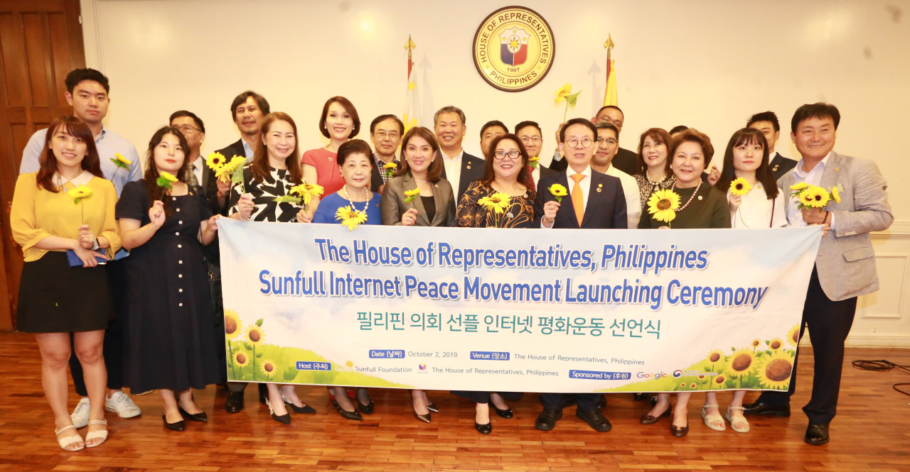 Members of the House of Representatives of the Philippines pose with Sunfull Foundation representatives to celebrate the launch of the Sunfull Internet Peace Movement in the Philippines to prevent malicious comments and hate speech on the internet. (Sunfull Foundation)