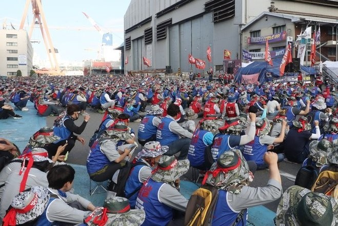 In this file photo taken June 24, 2019, Hyundai Heavy Industries labor union workers participate in a strike at the company's plant in Ulsan. (Yonhap)