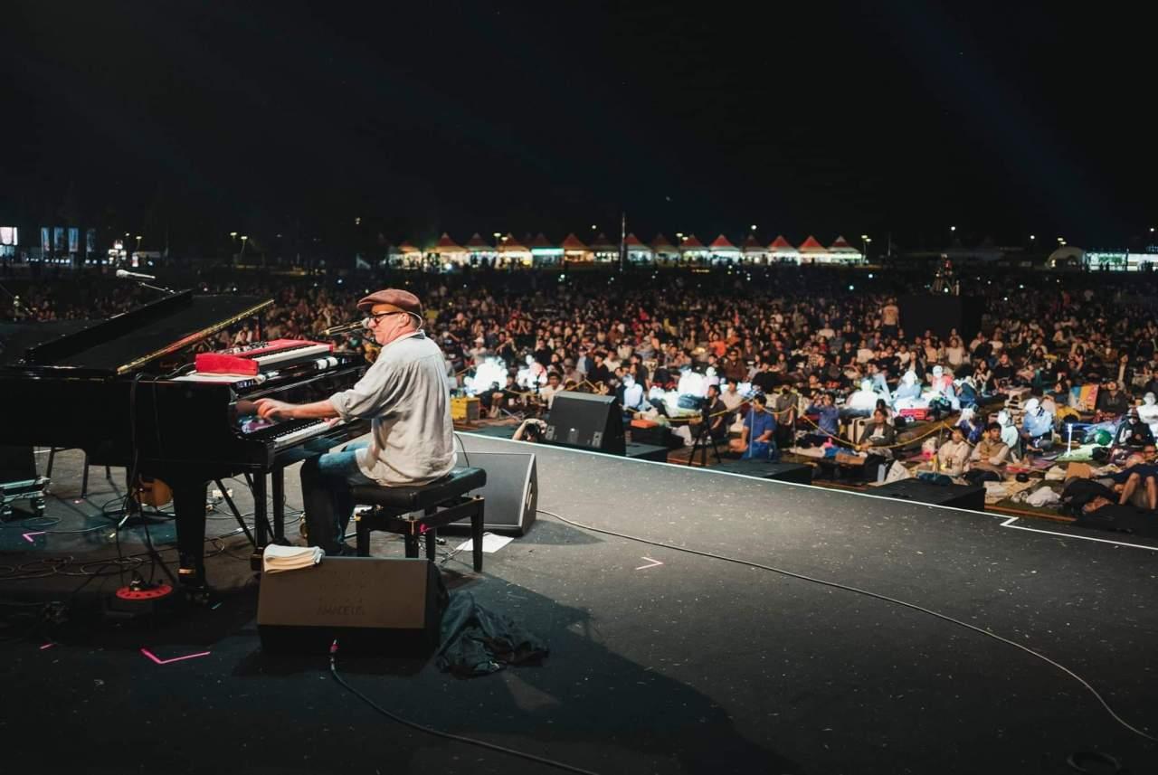 Keyboardist Jon Clearly plays at the Jarasum International Jazz Festival on Friday. (JJF)