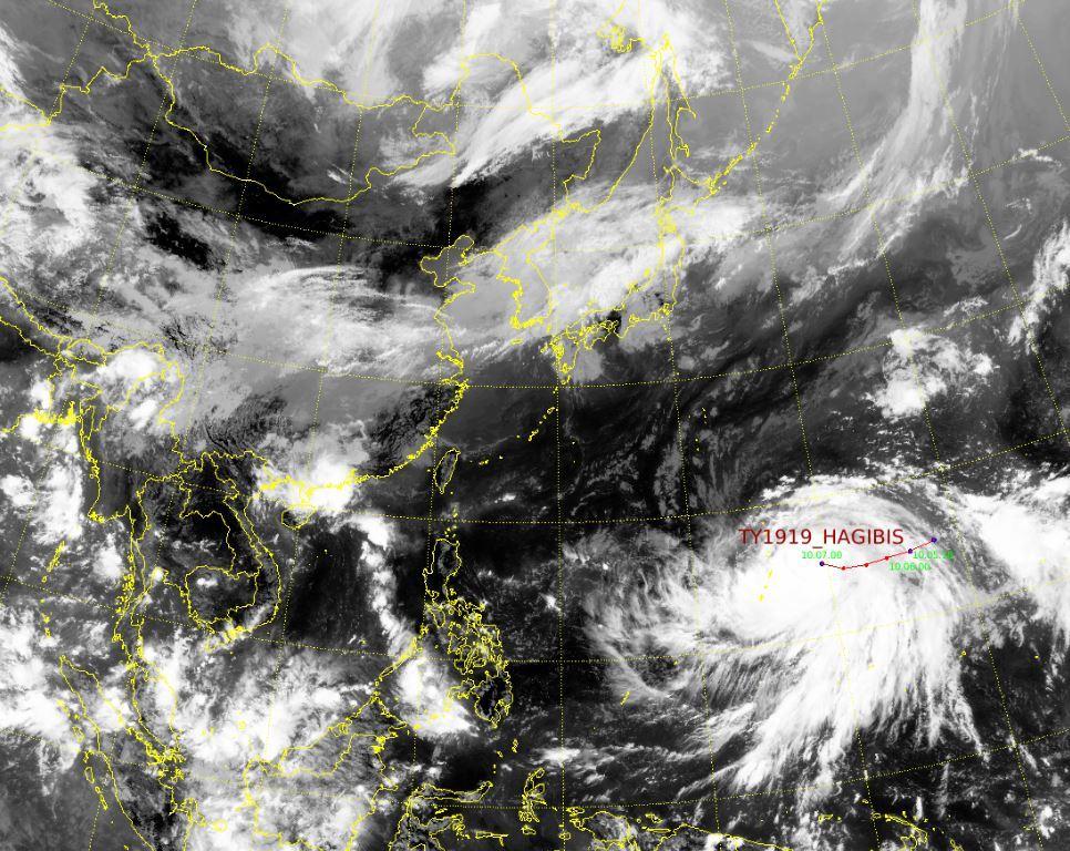 Satellite image of Typhoon Hibigis taken midnight Monday (National Typhoon Center)