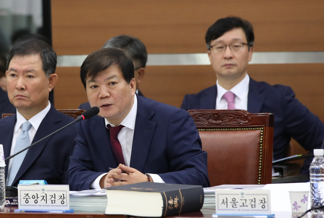 PARLIAMENTARY AUDIT -- Seoul Central District Prosecutors' Office chief Bae Seong-beom responds to questions Monday during a parliamentary audit. (Yonhap)