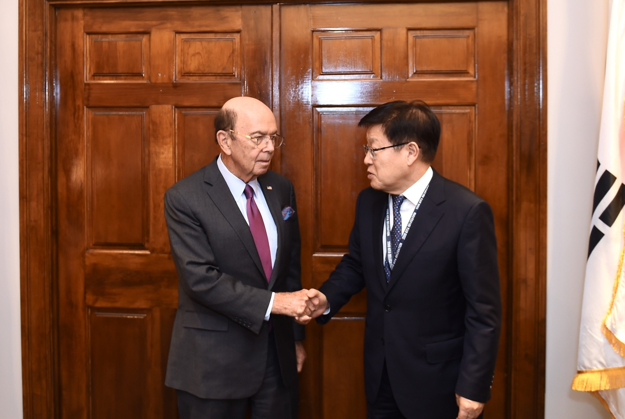 KITA Chairman Kim Young-joo met with US Secretary of Commerce Wilbur Ross in Washington, DC, to discuss the mutual interests of the two countries' trade in May. (KITA)