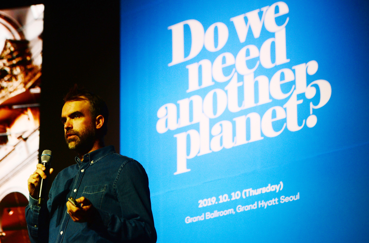 Alex Mutonen gives a lecture at the Herald Design Forum 2019 on Thursday at Grand Hyatt in Yongsan-gu, central Seoul. (Lee Sang-sub / The Korea Herald)