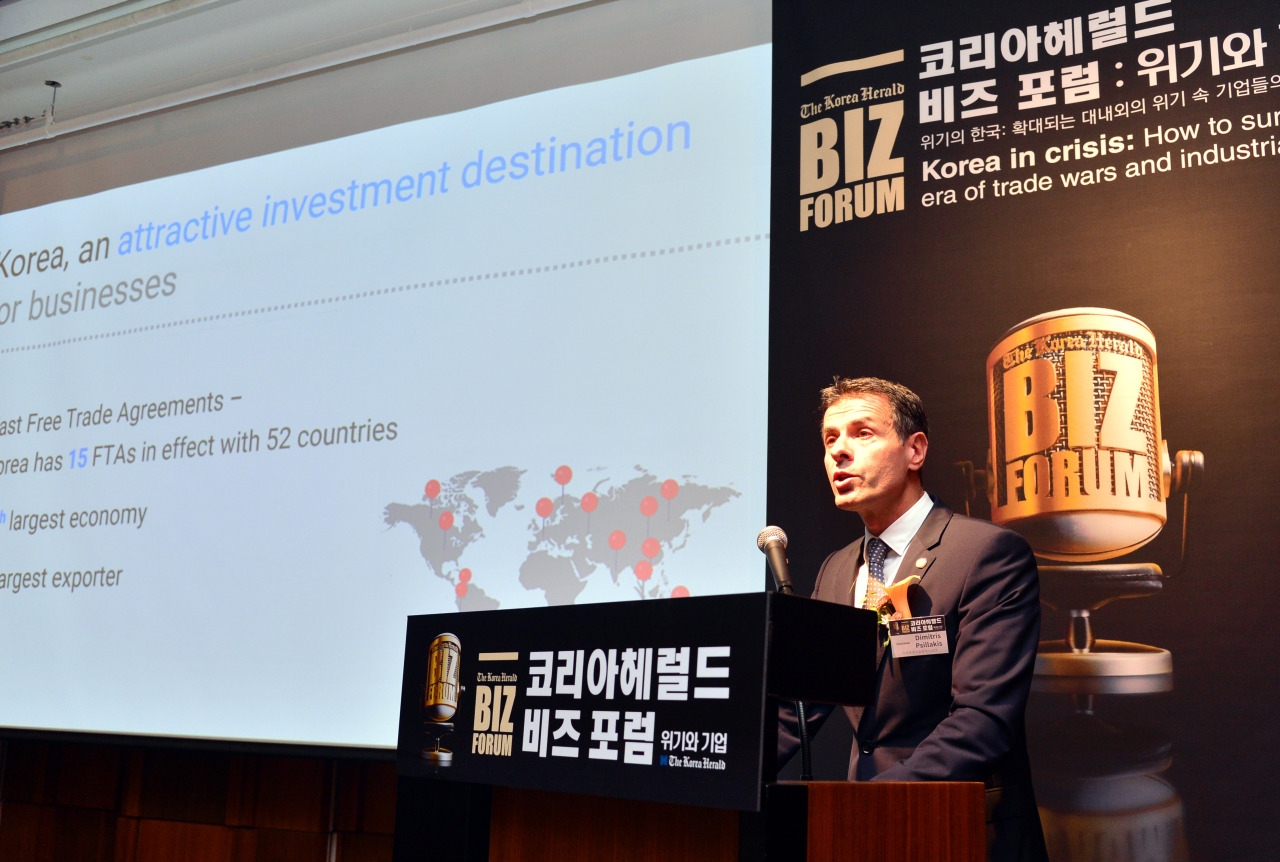"Dimitris Psillakis, chairperson of the European Chamber of Commerce in Korea and CEO at Mercedes-Benz Korea speaks during The Korea Herald Biz Forum ""Korea in crisis: How to survive in an era of trade wars and industrial risks"" at Hotel Shilla in Seoul on Friday. (Park Hyun-koo/The Korea Herald)"