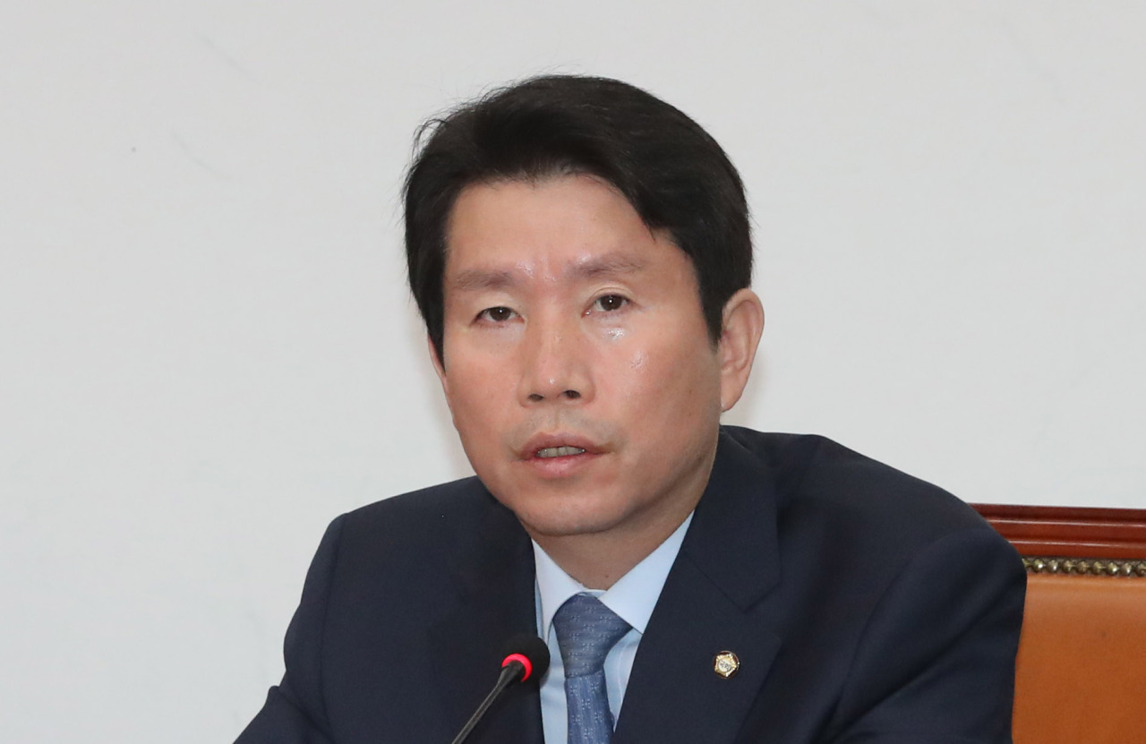 Democratic Party floor leader Rep. Lee In-young. Yonhap