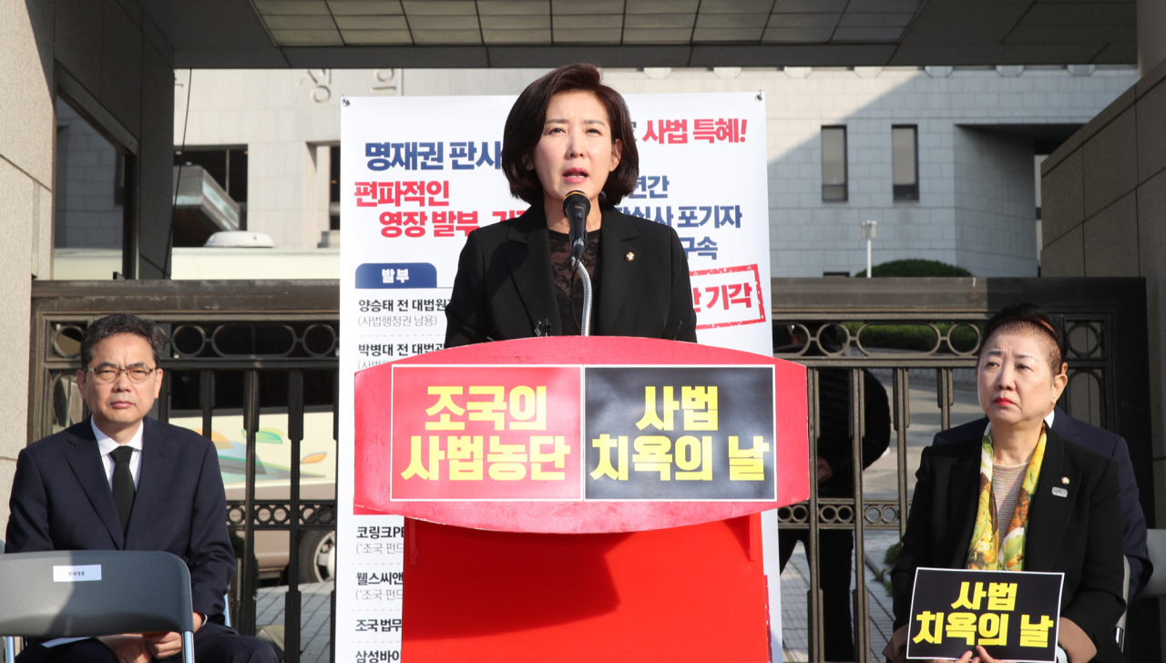 Liberty Korea Party floor leader Rep. Na Kyung-won speaks outside the Supreme Court in southern Seoul on Friday. Yonhap