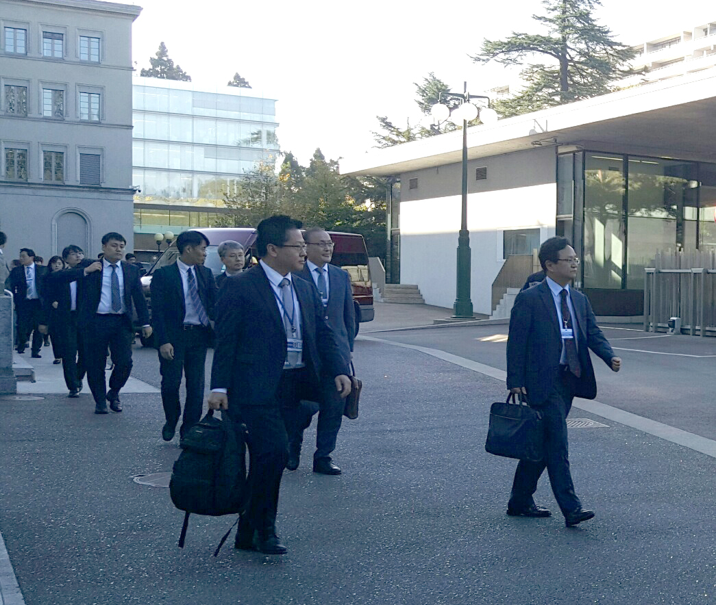 South Korean representatives head toward the meeting with Japanese counterparts in Geneva, Switzerland. (Yonhap)