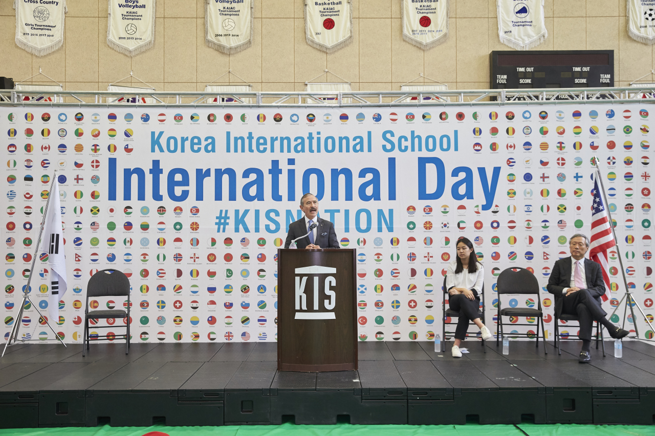 US Ambassador Harry Harris speaks during International Day at Korea International School on Oct. 2. (KIS)