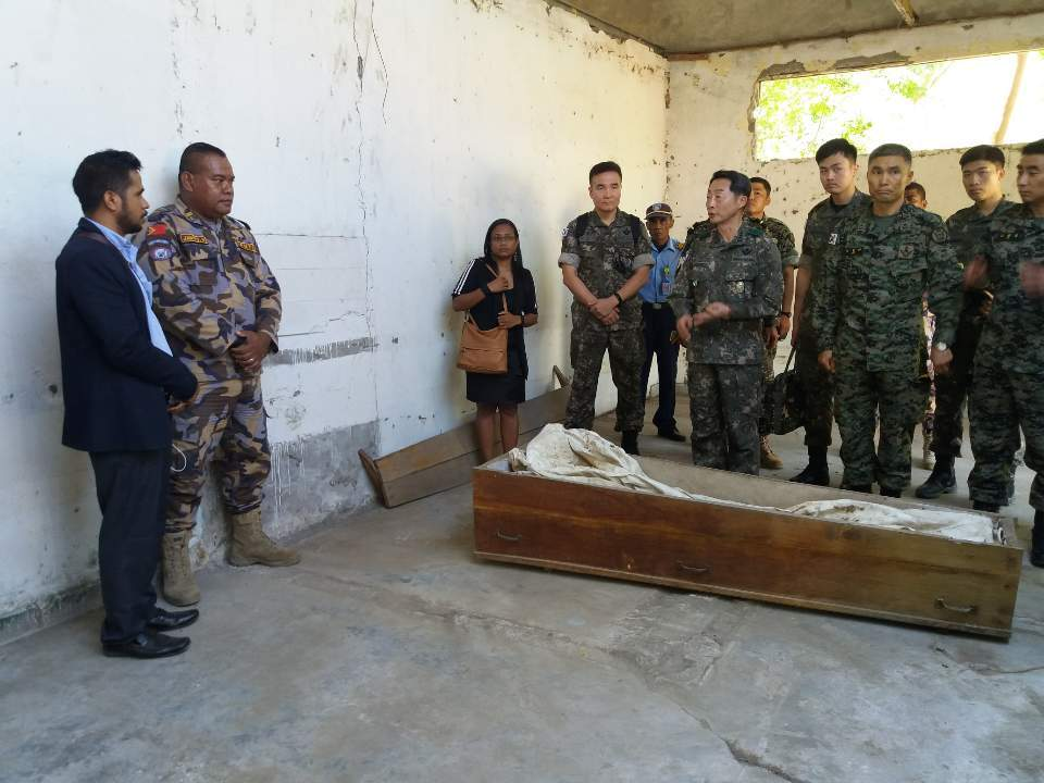 A South Korean delegation views the casket prepared for a soldier who went missing in a flood in 2003, on Oct. 6. (Embassy of the Republic of Korea in East Timor)