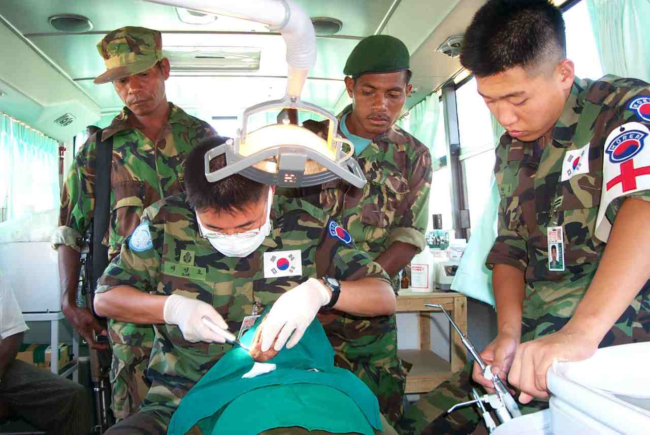 Korean soldiers provide dental care to East Timorese during their service with the Evergreen Forces in East Timor in the early 2000s. (The Korea Defense Daily)