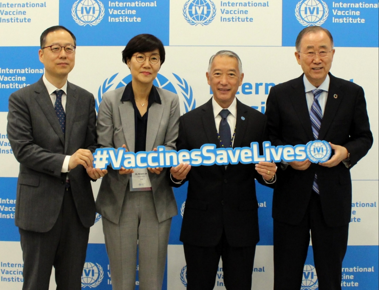 (From left) Ki-hwan Kweon, director general in charge of the Ministry of Foreign Affairs' international organizations bureau; Min-won Lee, director general of the Center for Public Health Emergency Preparedness and Response at the Korea Centers for Disease Control & Prevention; Jerome Kim, director general of the International Vaccine Institute; and Former UN Secretary-General Ban Ki-moon pose during a photo session at IVI State Forum 2019. (International Vaccine Institute)