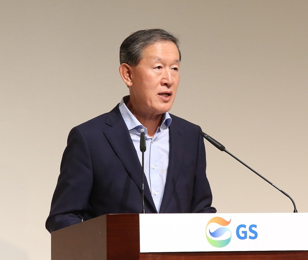GS Group Chairman Huh Chang-soo speaks at the company's fourth-quarter executive meeting on Wednesday at GS Tower in southern Seoul. (GS Group)