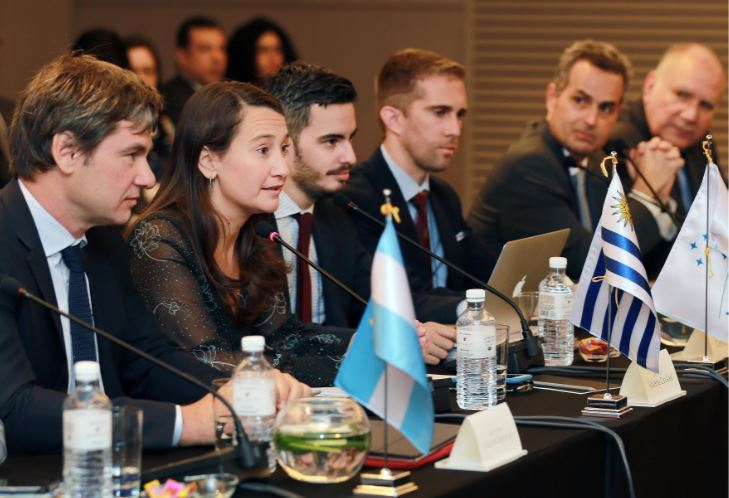 Chief negotiators from South American trade bloc Mercosur engage in the second round of talks for a free trade agreement with South Korea in Banpo-dong, Seoul on April 2, 2019. Uruguay's Foreign Ministry Director General Valeria Csukasi (second from left) took part in the talks. (Korea's Trade Ministry)