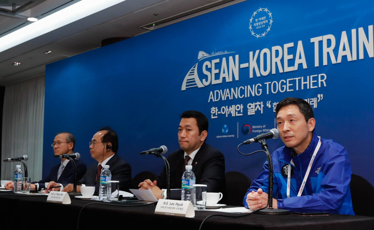 "Pictured from left to right are South Korean Ambassador to ASEAN Lim Sung-nam, Busan Mayor Oh Keo-don, Myanmar Ambassador to South Korea U Thant Sin and ASEAN-Korea Center Secretary-General Lee Hyuk, at a press conference in Busan on Wednesday to kick off the event ""ASEAN-Korea Train: Advancing Together."" (ASEAN-Korea Center)"