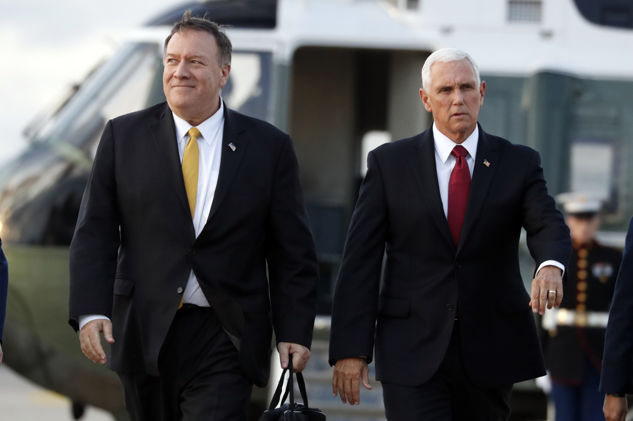 Secretary of State Mike Pompeo (left) and US Vice President Mike Pence. (AP-Yonhap)