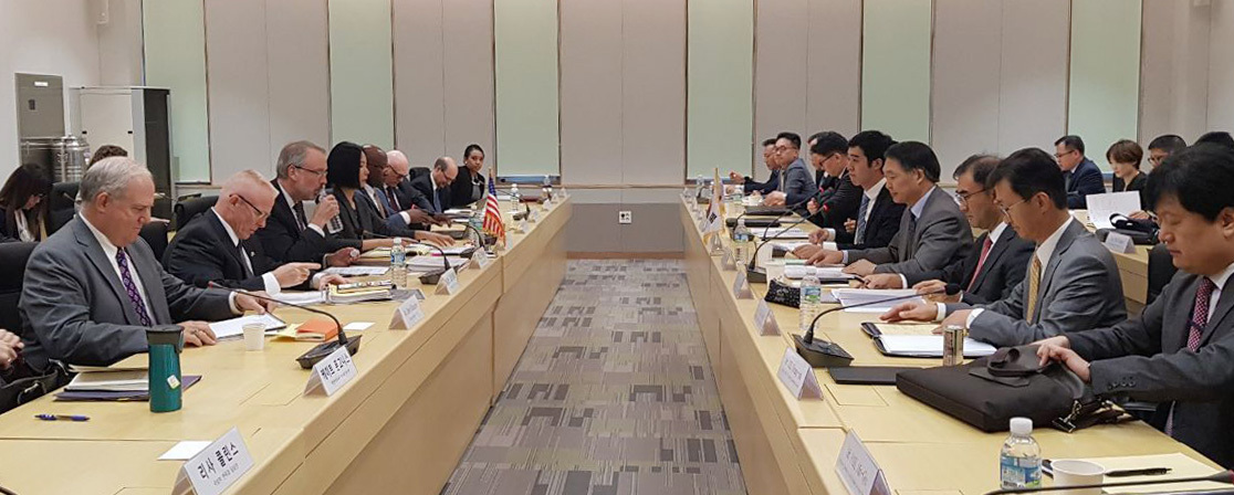 South Korean and US negotiators hold the first round of new Special Measures Agreement talks in downtown Seoul on Sept. 24. (The Ministry of Foreign Affairs)