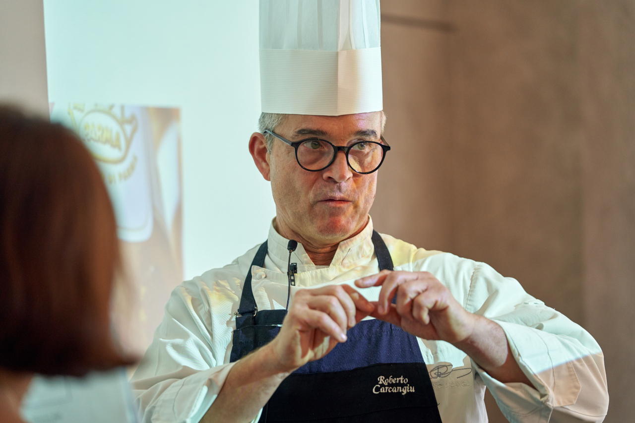 Chef Roberto Carcangiu leads a masterclass as part of the Italian Chamber of Commerce's first True Italian Taste event at Lotte Hotel in Seoul, Wednesday. (ITTCK)