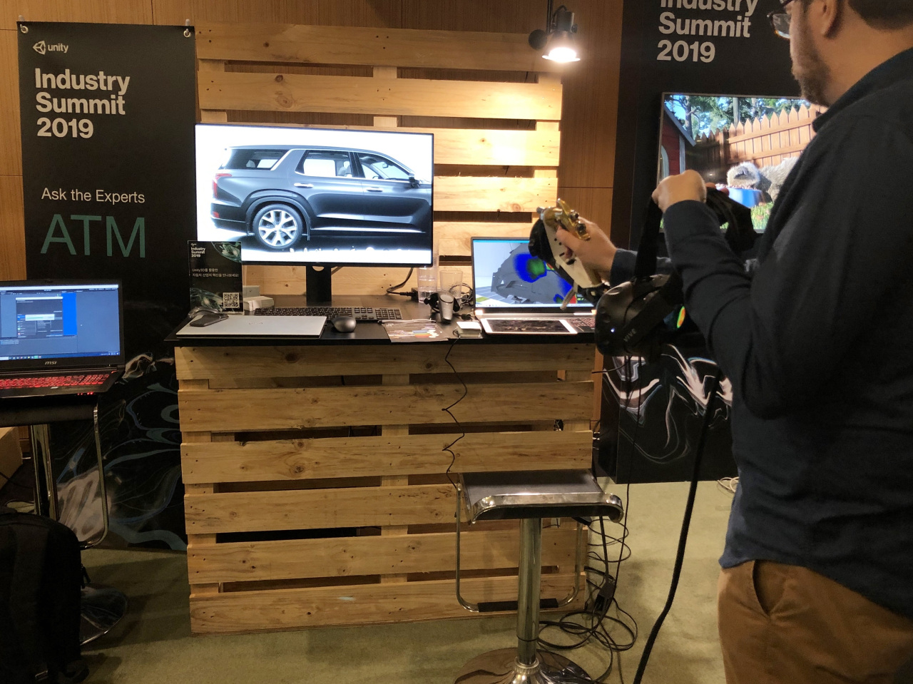 Unity's French partner firm Light and Shadows demonstrates virtual painting of a car for training purpose. (Lim Jeong-yeo/The Korea Herald)