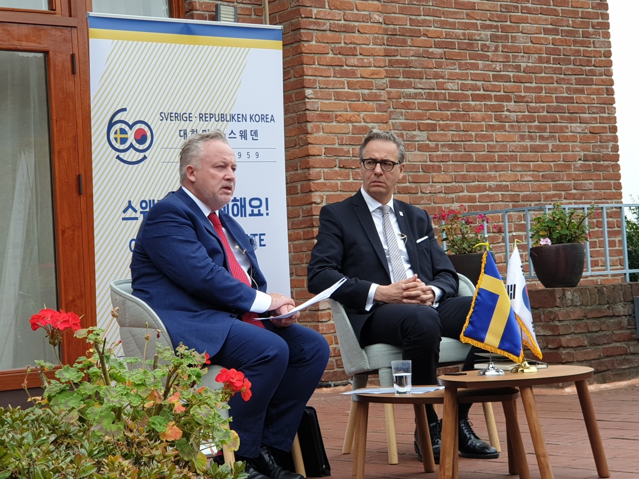 Special envoy of the Swedish government to North Korea Kent Rolf Magnus Harstedt (left) speaks at a press conference at the Swedish Embassy in Seoul on Wednesday morning. (Kim Bo-gyung/The Korea Herald)