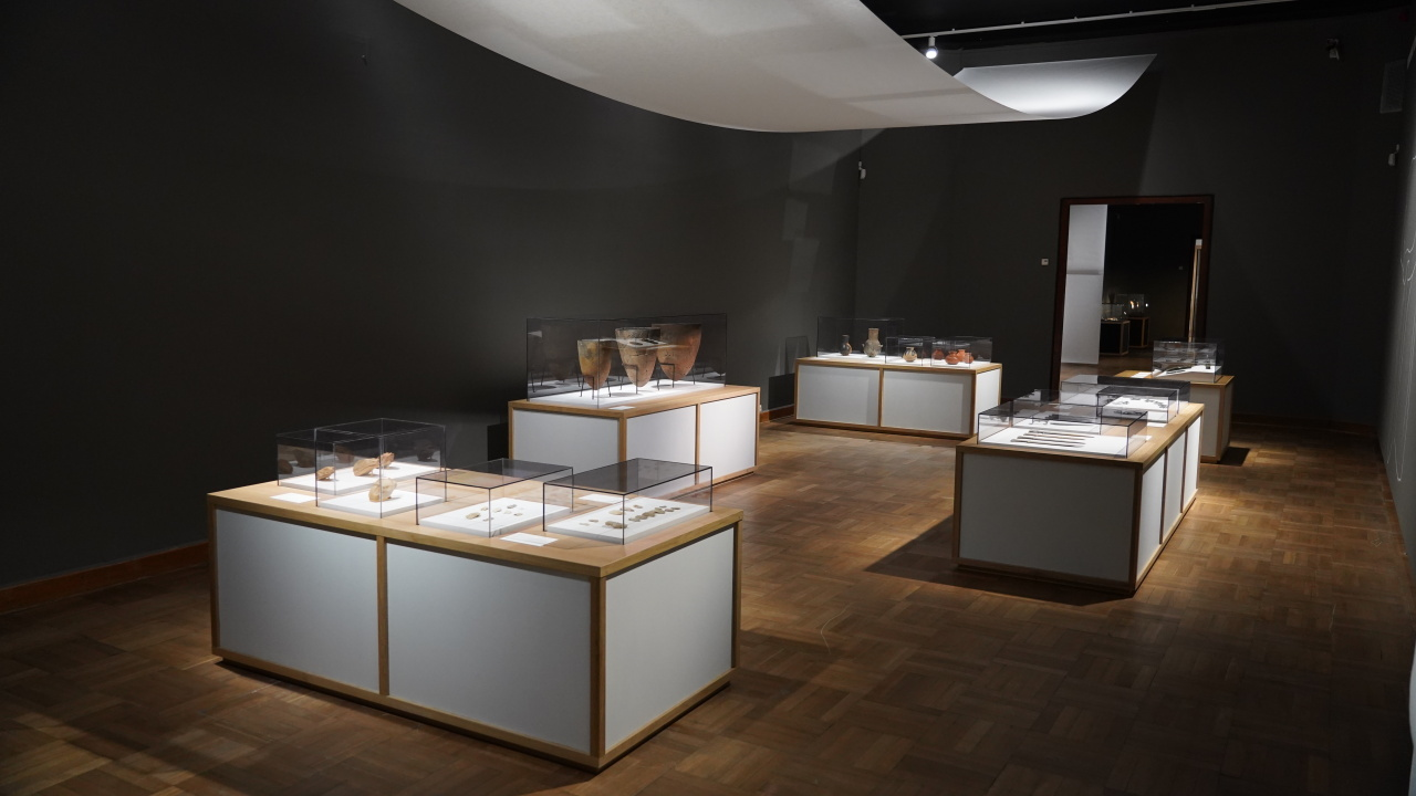 "Prehistoric relics are on display at ""Splendor and Finesse: Spirit and Substance in Korean Art,"" currently running at the National Museum in Warsaw, in the Polish capital. (National Museum of Korea)"