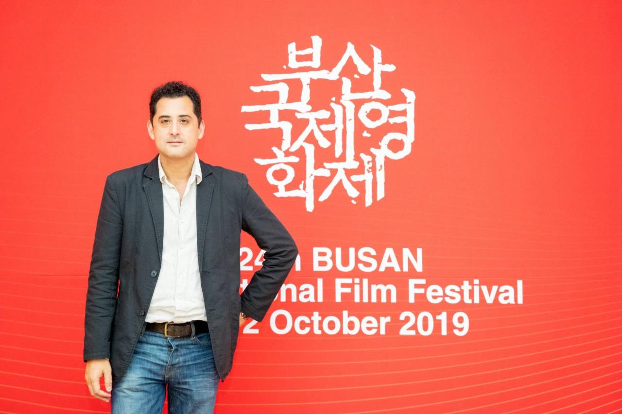 """The Cave"" director Tom Waller poses before the film's Oct. 5 premiere at the Busan International Film Festival. (BIFF)"