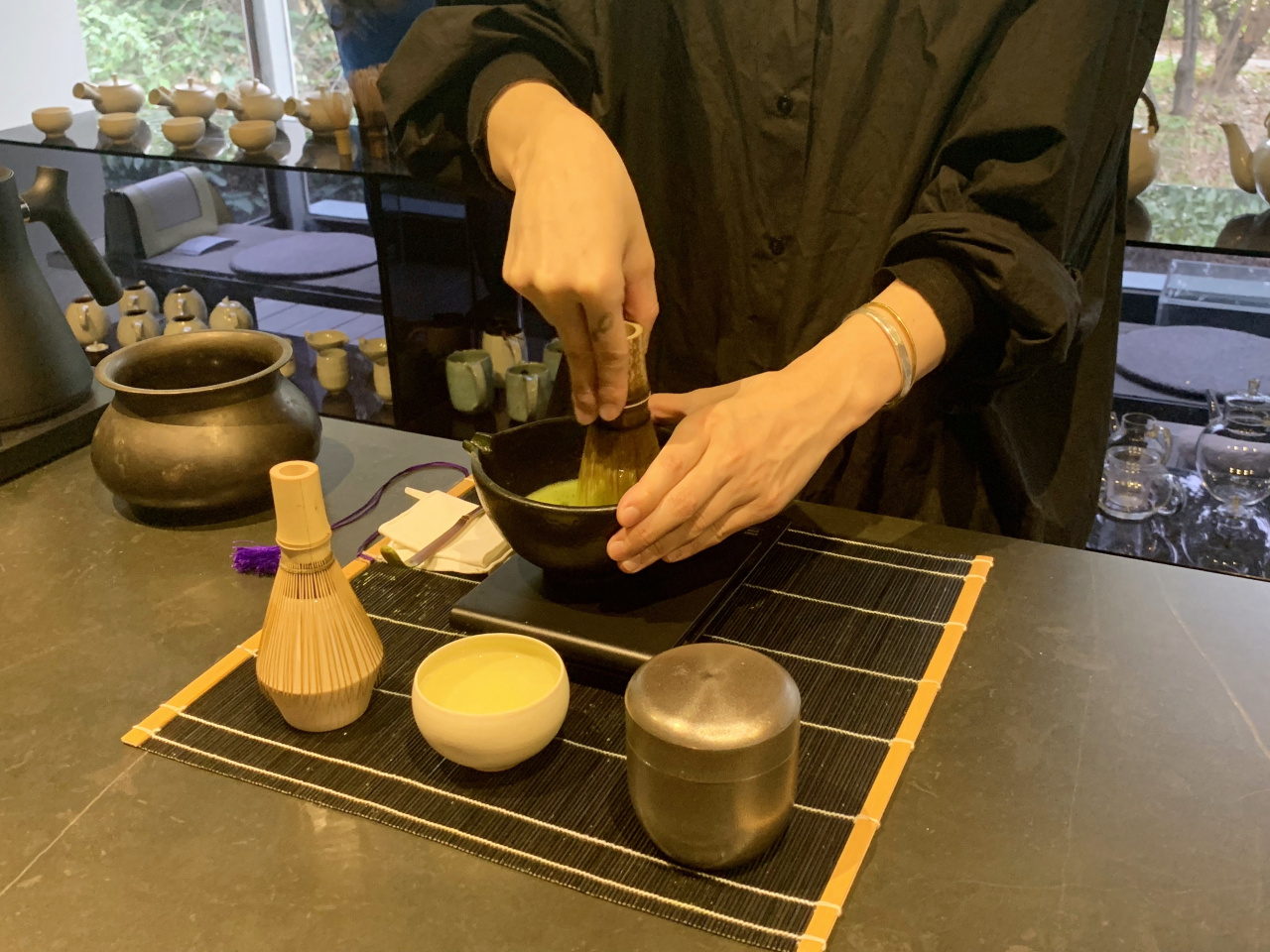 A tea master showcases how to whip matcha. Guests can watch tea masters making matcha drinks at the tea bar. (Im Eun-byel/The Korea Herald)