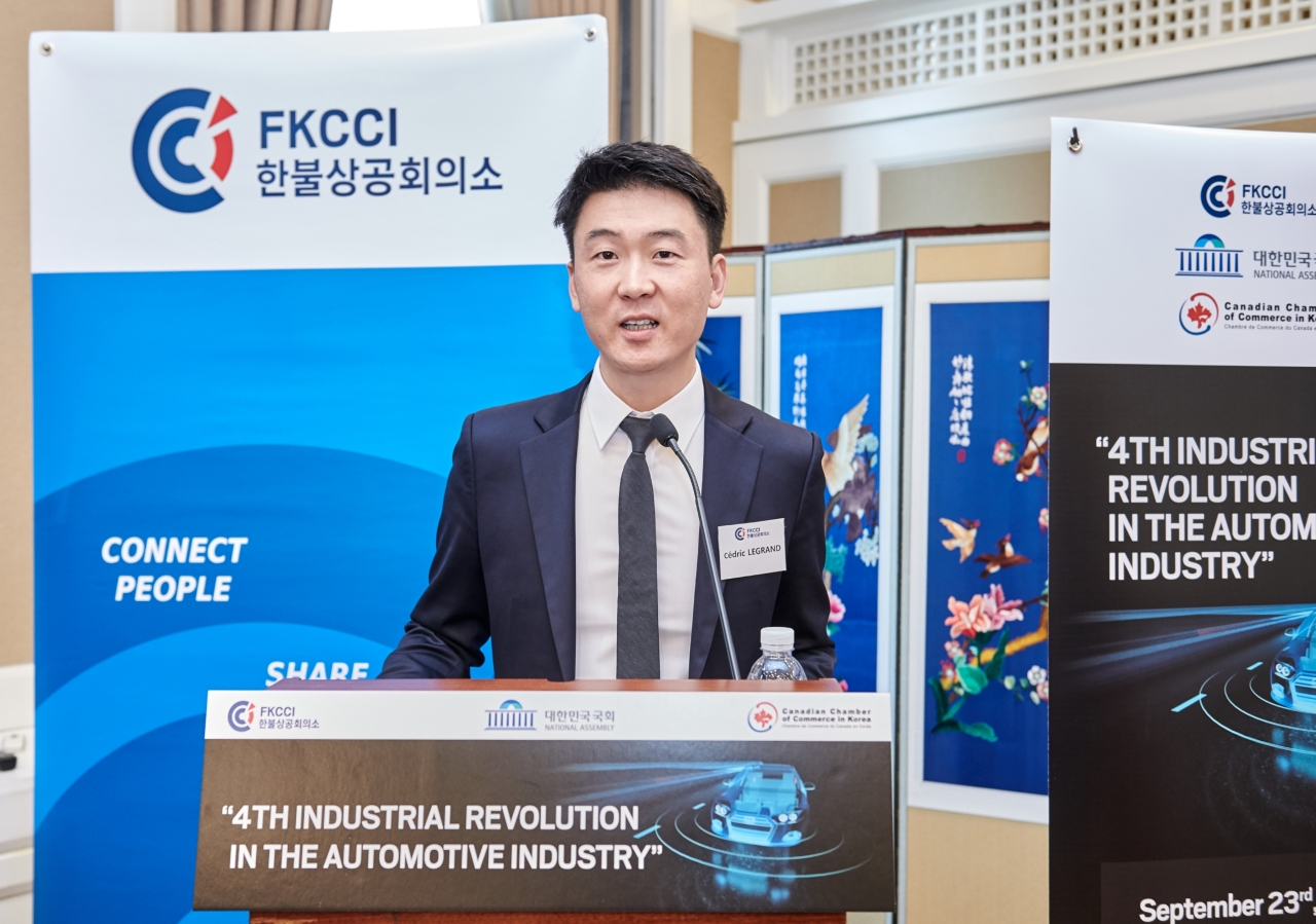 "French-Korean Chamber of Commerce and Industry Managing Director Cedric Legrand speaks at a forum ""The Fourth Industrial Revolution in the Automotive Industry"" in September at the National Assembly. (FKCCI)"