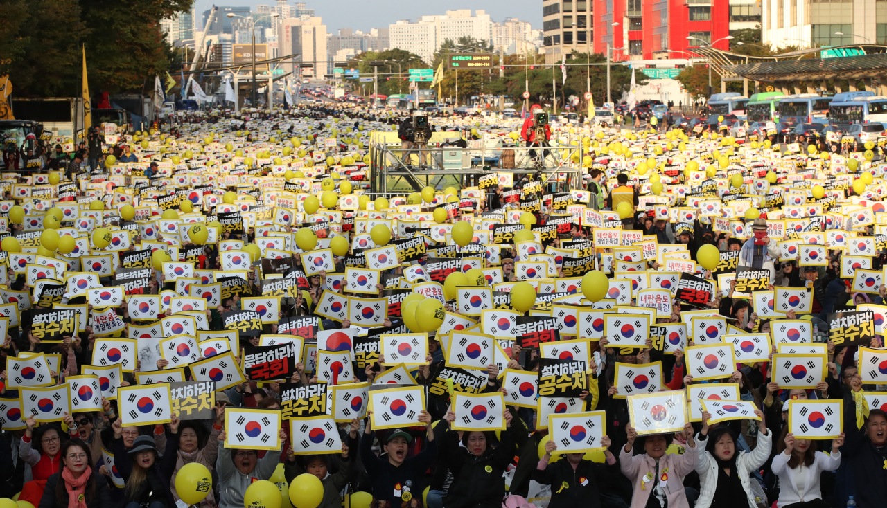 Rally calling for an anti-graft body in Yeouido on Oct. 26, 2019.(Yonhap)