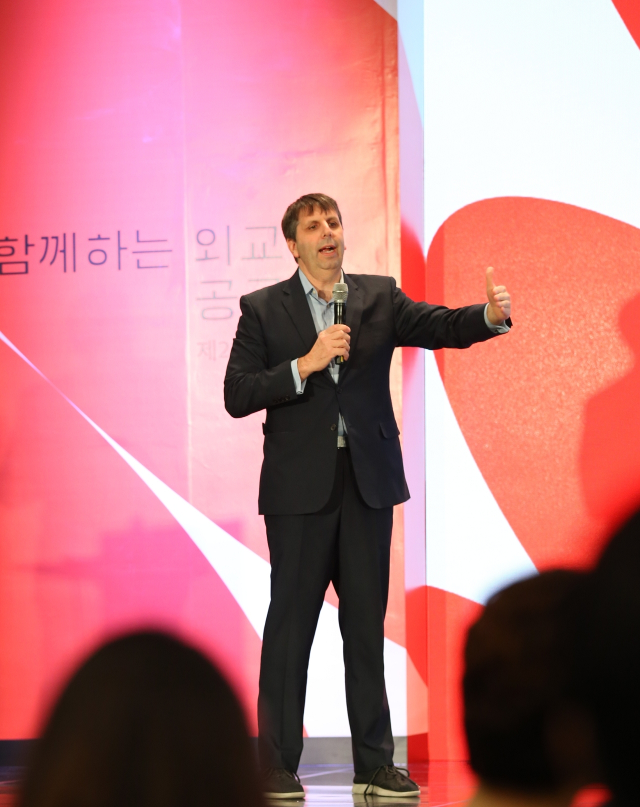 Former US Ambassador Mark Lippert gives a presentation on public diplomacy Oct. 25 at Dongdaemun Design Plaza, central Seoul. (Korea Foundation)