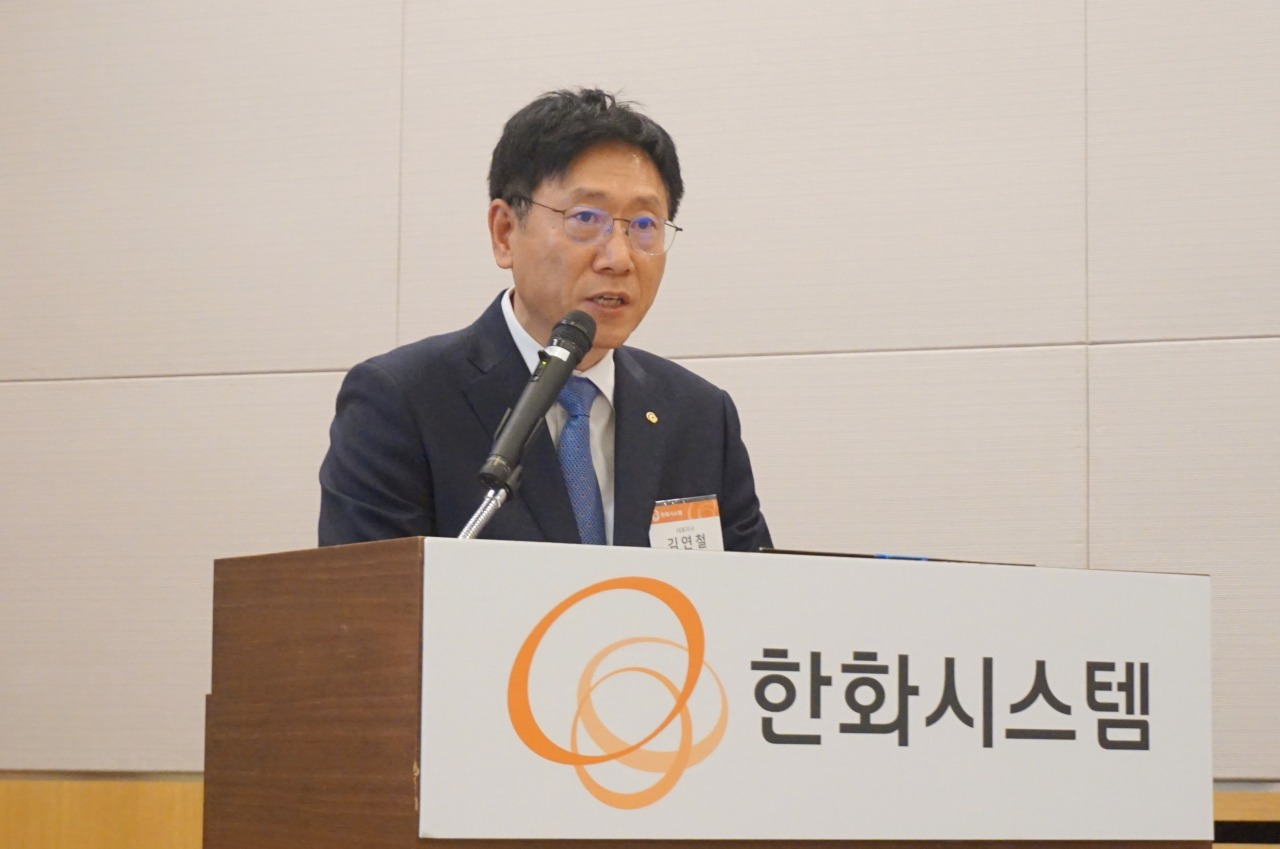 Kim Yeon-chul, CEO of Hanwha Systems, speaks at a press conference in Yeouido, western Seoul, on Monday. (Hanwha Systems)