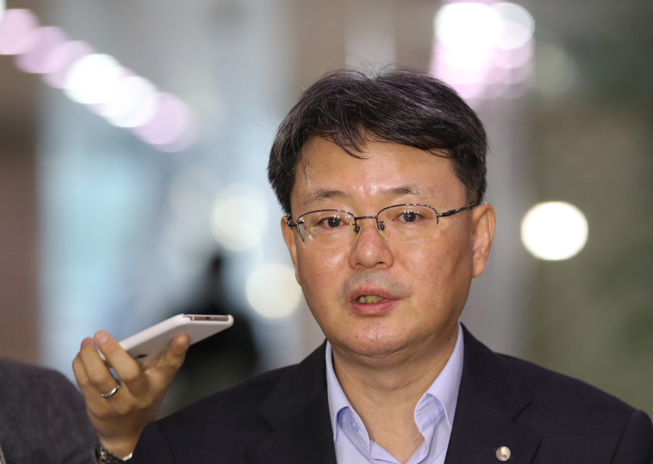 Bank of Korea Senior Deputy Gov. Yoon Myun-shik speaks to reporters at the headquarters of the South Korean central bank in Seoul on Thursday. (Yonhap)