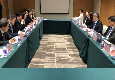 Government officials of South Korea and China meet for a joint committee on climate change in Haikou in the southern island province of Hainan, China, in this photo provided by Seoul`s foreign ministry on Nov. 1, 2019. (PHOTO NOT FOR SALE) (Yonhap)