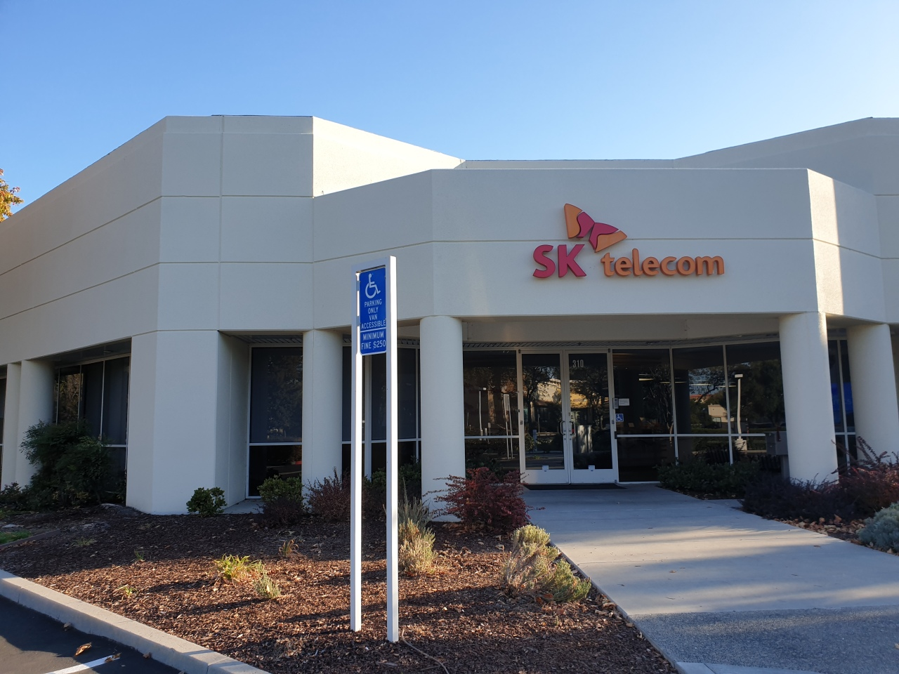SK Telecom America's sharing office building in Sunnyvale (Song Su-hyun/The Korea Herald)