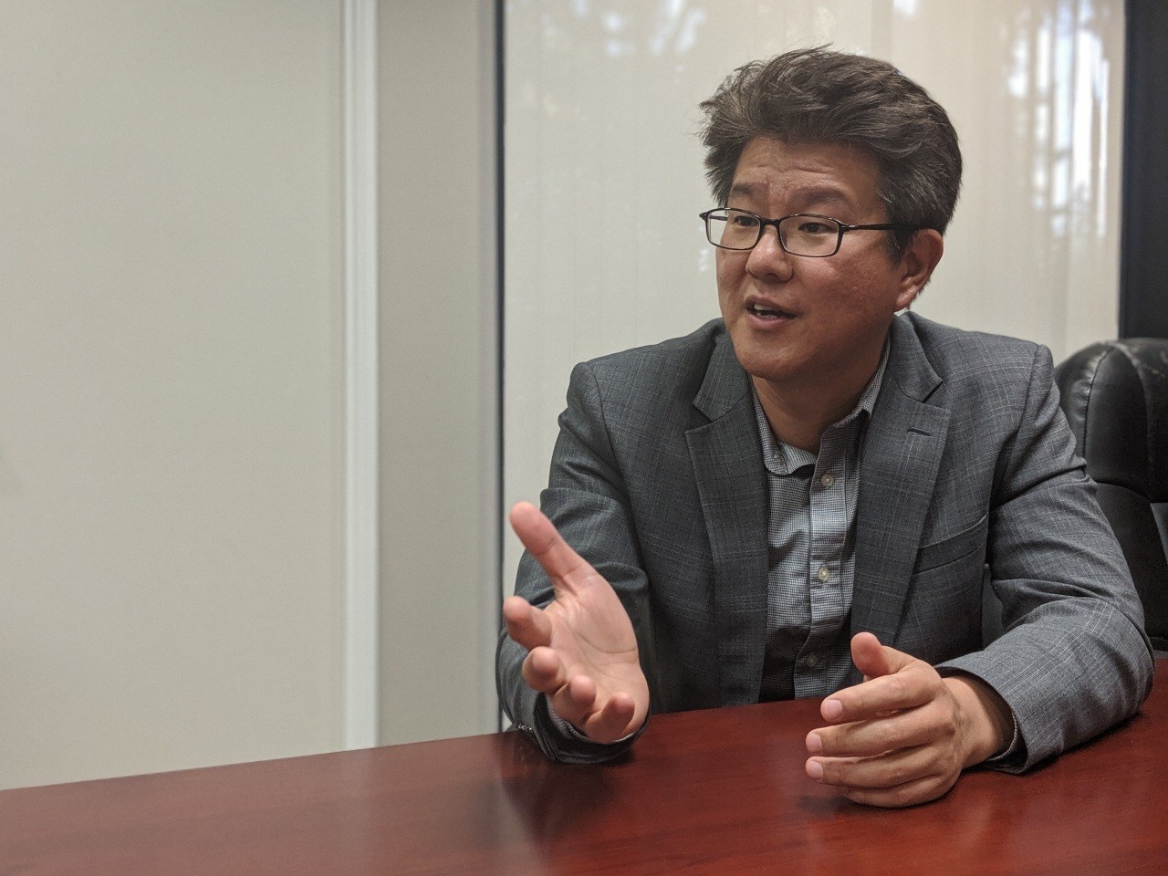 Lee Young-ki, acting managing director of Kotra Silicon Valley, speaks during an interview in his office in San Jose, California, on Wednesday. (Kotra Silicon Valley)
