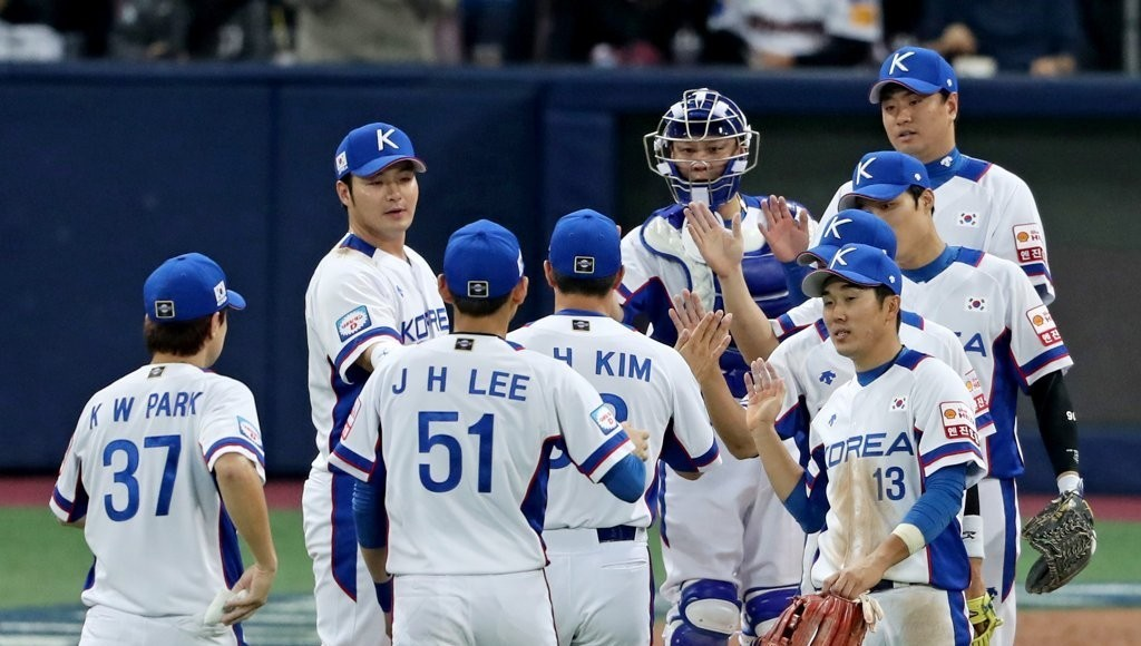 South Korean players celebrate their victory over Puerto Rico in an exhibition baseball game held on Nov. 1, 2019. (Yonhap)