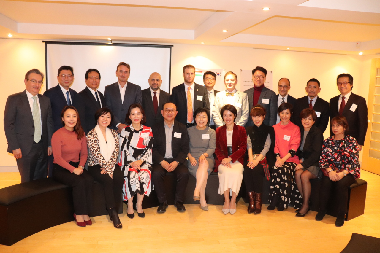 Participants pose after a lecture on Korean architecture by Kim Bong-ryol (front row, center), president of Korea National University of Arts, at the Hungarian ambassador's residence in Seoul on Tuesday. (CICI)