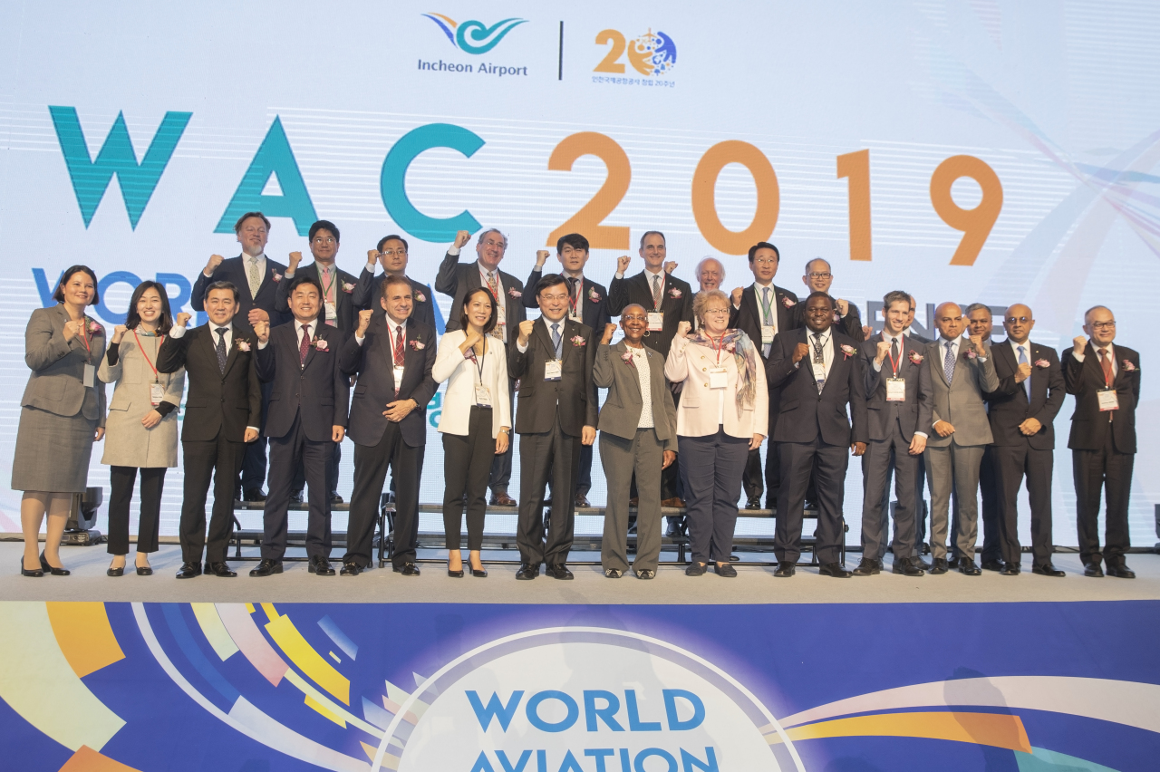 Leaders from the global aviation industry, including Koo Bon-hwan (seventh from left), president of Incheon International Airport Corp., pose for a photo at the fourth World Aviation Conference held in Incheon on Wednesday. (IIAC)
