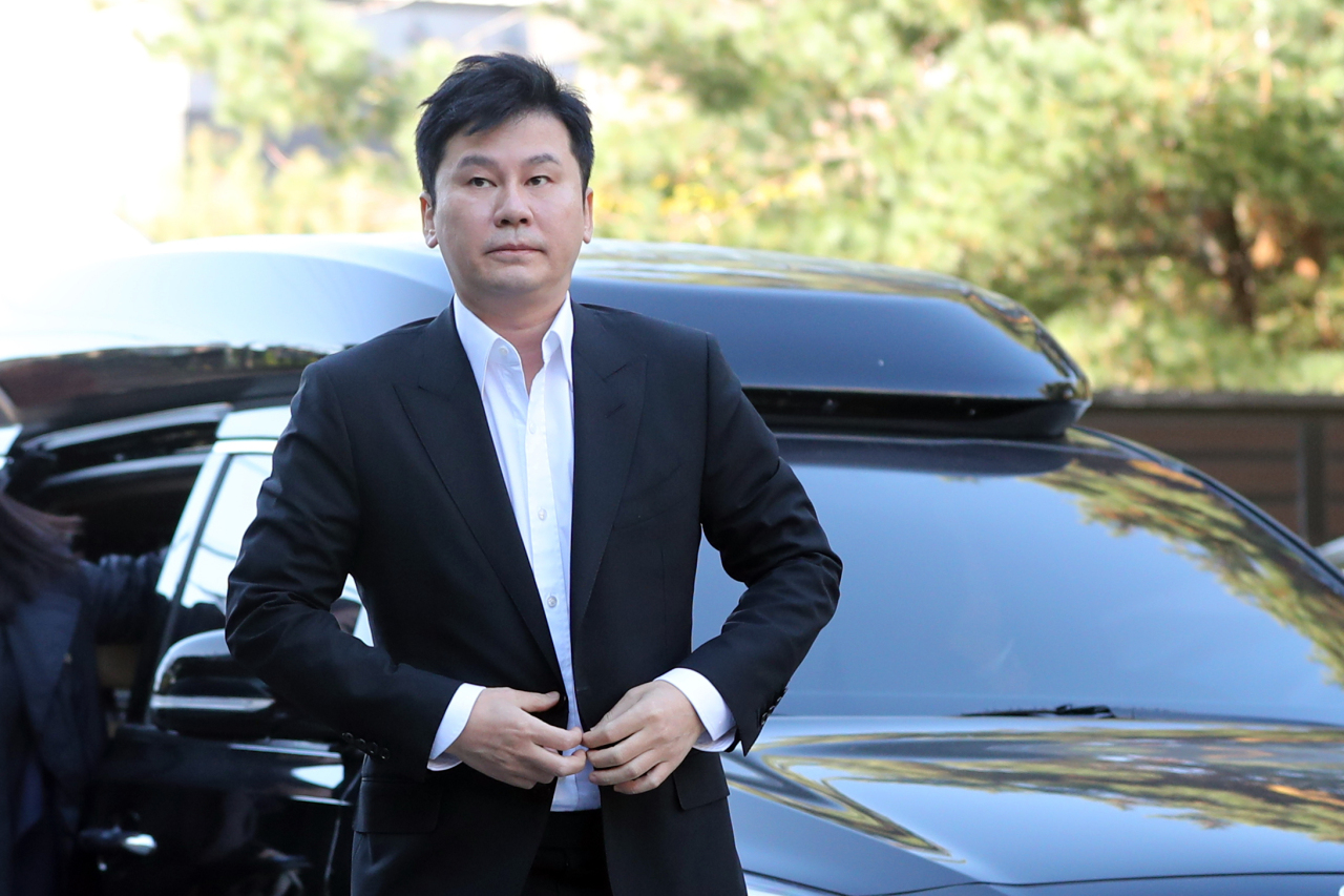 Ex-YG chief Yang appears at Gyeonggi Nambu Provincial Police Agency's special crime squad bureau Saturday. (Yonhap)