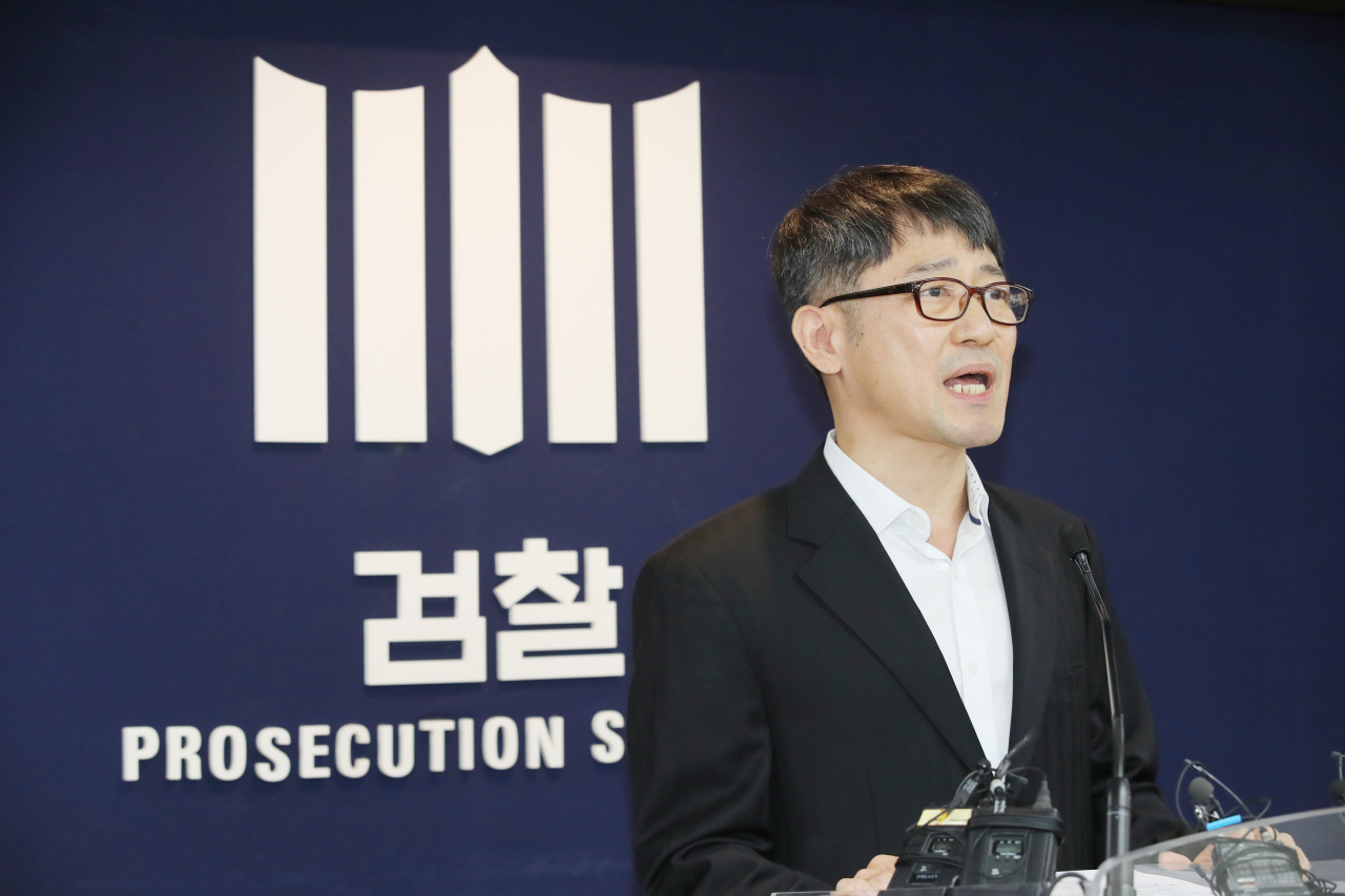 The special investigation unit`s head Lim Gwan-hyeok speaks during press conference Monday. (Yonhap)