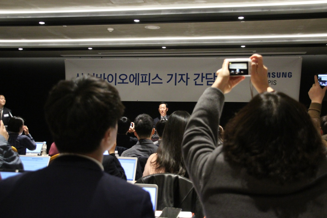 Samsung Bioepis CEO Ko Han-sung holds press conference on Tuesday. (Lim Jeong-yeo/The Korea Herald)