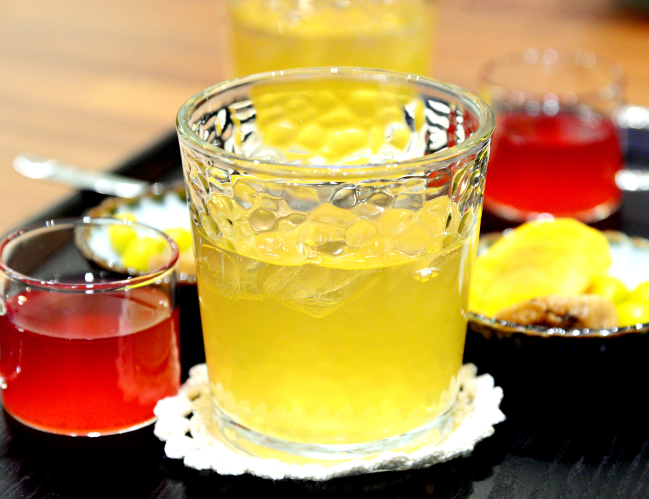 Oga Teahouse's Chinese wild peach tea, according to manager Oh Ki-hwan, is believed to be good for the throat. (Park Hyun-koo/The Korea Herald)