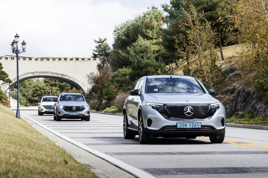 The new Mercedes-Benz EQC 400 4MATIC is seen during a media test drive held between Seoul and Pocheon, Gyeonggi Province, on Oct. 21. (Mercedes-Benz Korea)