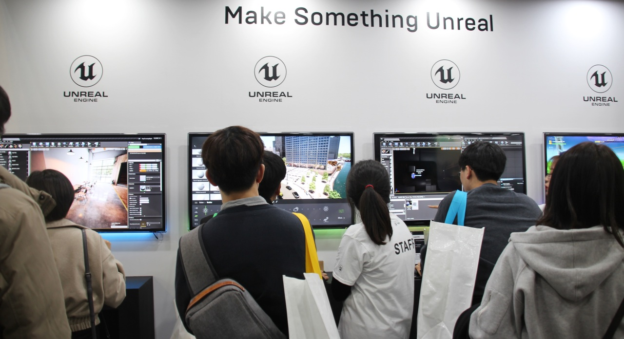 Visitors try Epic Games' Unreal Engine at G-Star 2019. (Lim Jeong-yeo/The Korea Herald)