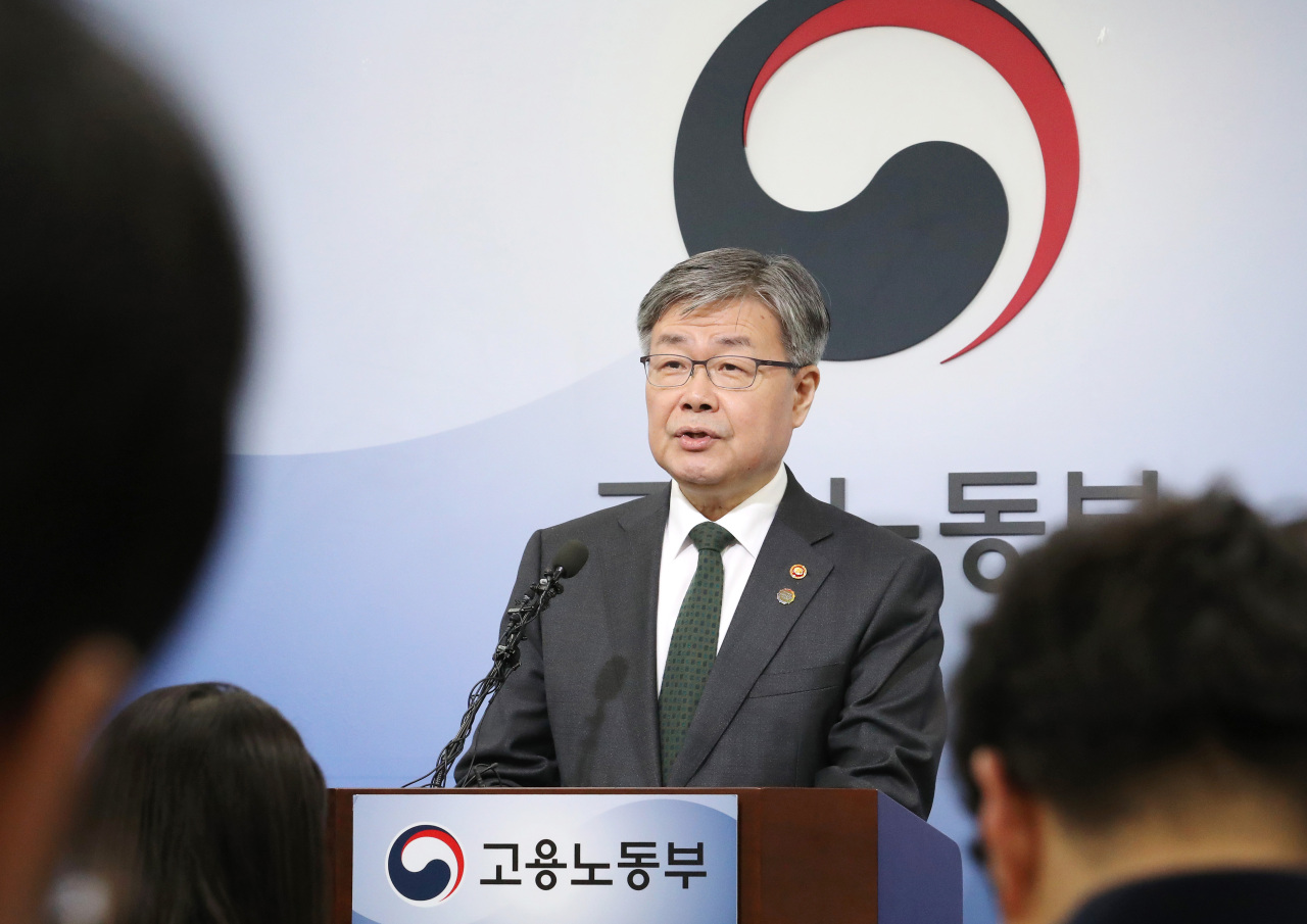 Minister of employment and labor Lee Jae-kap (Yonhap)