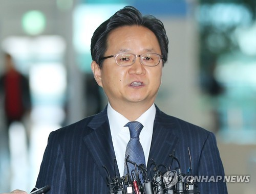 Chung Hae-kwan, the director general in charge of legal affairs at the Trade Ministry, left for Geneva on Monday to take part in consultations at the World Trade Organization.