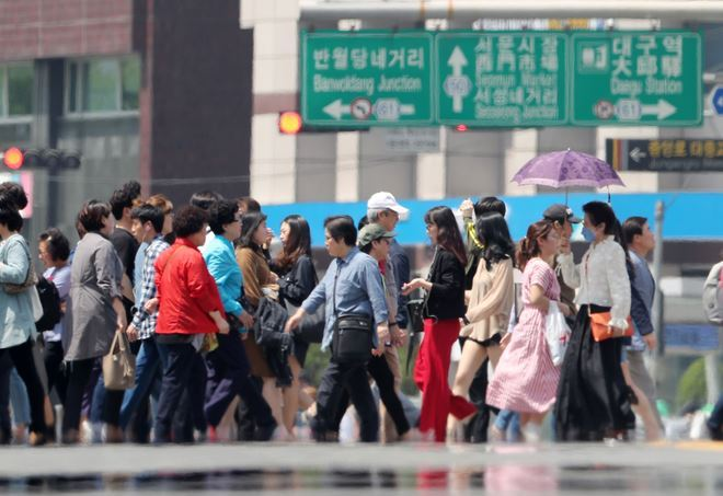 A street in Daegu, where the number of men per 100 women stood at 97.8 in October 2019. This marked the third-lowest, after Seoul (lowest) and Busan, among 17 major cities and provinces in South Korea. (Yonhap)